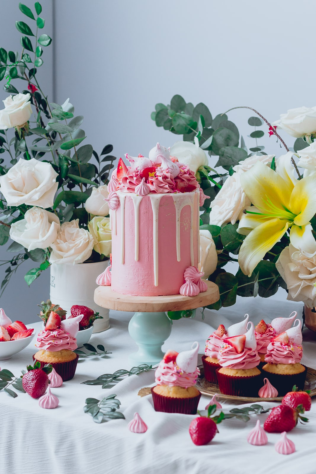 pink_strawberry_cake_-3985-2