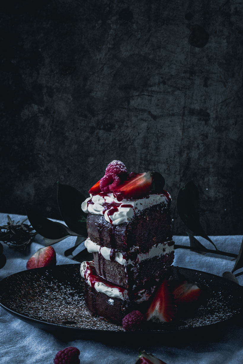 chocolate and berries cake